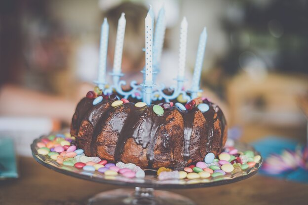 دستور پخت کیک شکلاتی تولد