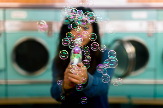 خنده دارد اما شامپو در نظافت منزل کارها می کند