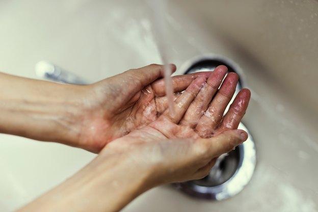 مشکلات آبگرمکن: تغییر رنگ یا بو گرفتن آب