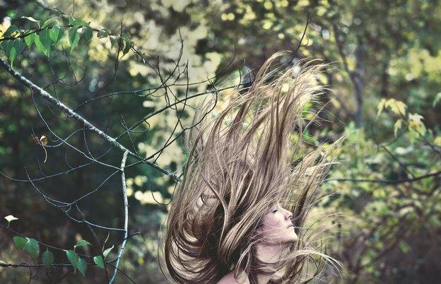 ۳۰ کاربرد روغن نارگیل برای زیبایی: شگفت انگیز برای مو و پوست