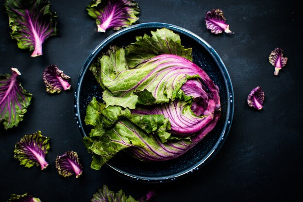 سبزیجاتی که می توانید در هر شرایط آب و هوایی در داخل خانه بکارید