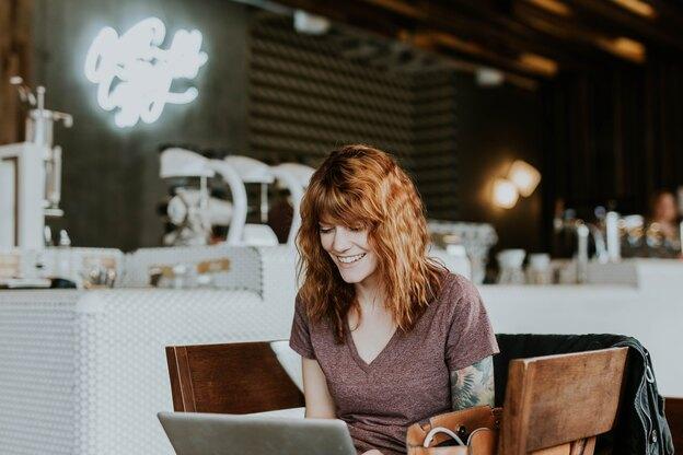 پست مهمان: چطور با نوشتن، درآمد فریلنسری برنامه نویسی را بالا ببریم؟