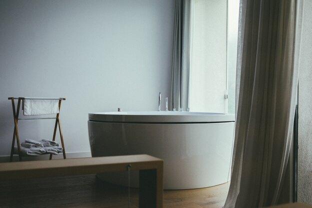 نظافت منزل: شستشوی پرده حمام
