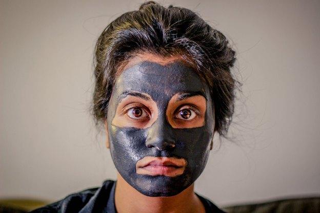 چگونگی پاک کردن لکه های آرایش