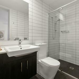۷ روش هوشمندانه برای بازکردن گرفتگی لوله توالت