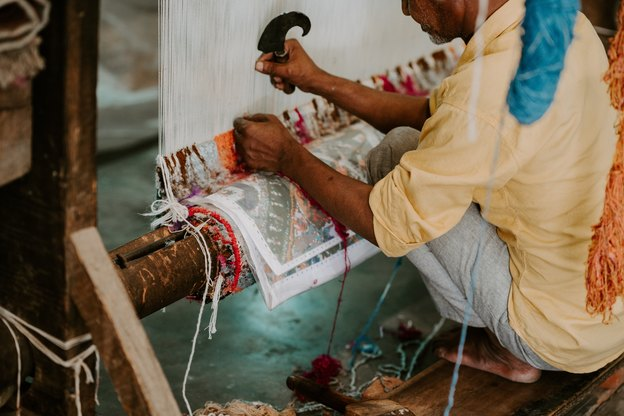 راهنمای قالیشویی: چگونه از فرش هایمان مراقبت کنیم