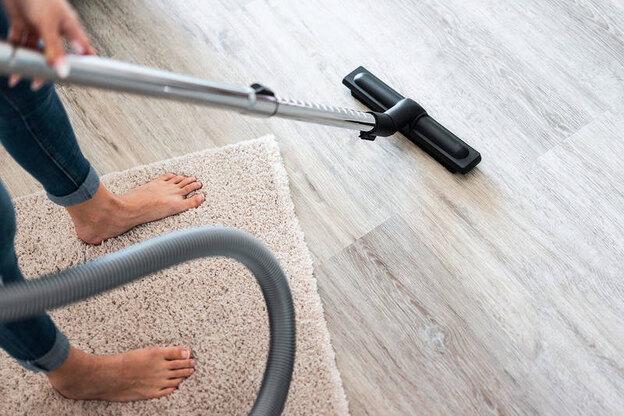 نحوه تمیز کردن چربی از روی فرش