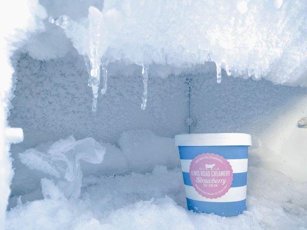 چگونه یخچال و فریزر خانه را یخ زدایی کنیم و برفک های آن را از بین ببریم؟