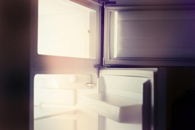 تعویض لامپ توی یخچال
