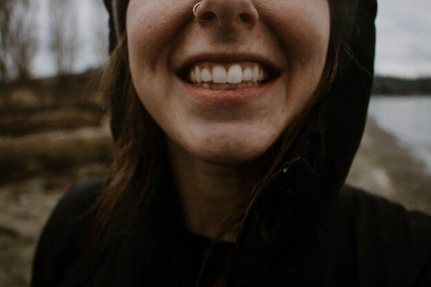 پودر طبیعی سفیدکننده دندان در خانه