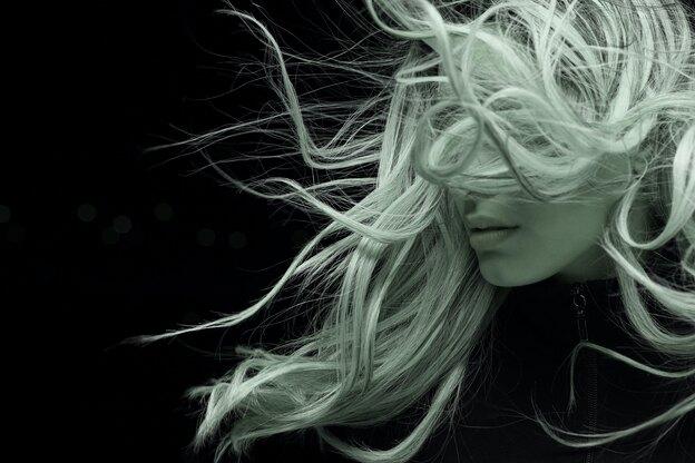 ۱۳ نکته و ترفند برای رنگ کردن مو در خانه