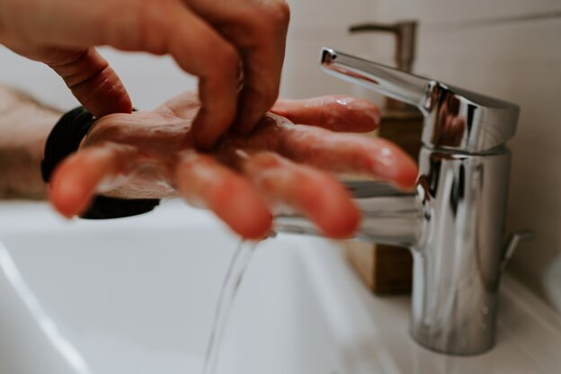 توصیه هایی برای نظافت و ضدعفونی کردن فضاهای داخلی مقابل ویروس کرونا