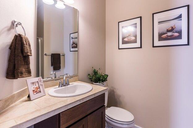 لوله کشی آب ساختمان: فلاش توالت فرنگی