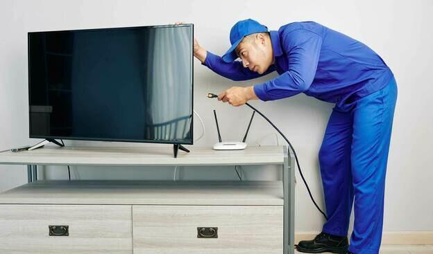 راهنمای مشتریان سنجاق: هزینه تعمیر ۱۰ برند اصلی تلویزیون در ایران چه تفاوت هایی با یکدیگر دارد؟