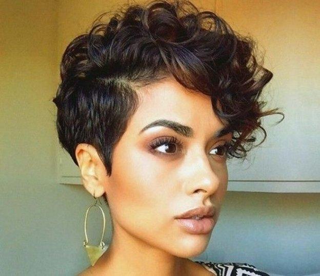 مدل کوتاهی مو زنانه برای موهای فر