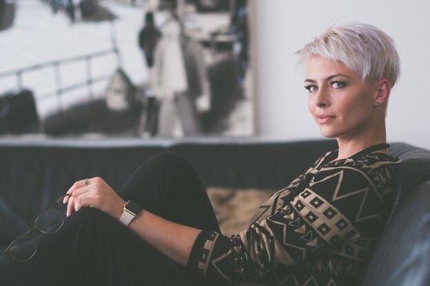 ۷ روغن خانگی شگفت انگیز برای موهای خاکستری