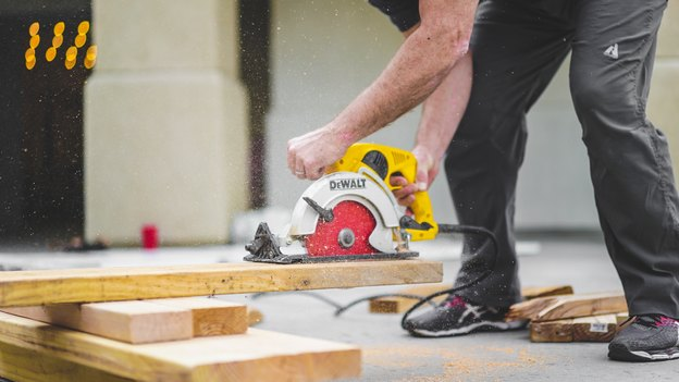 جلا دادن کفپوش چوبی را