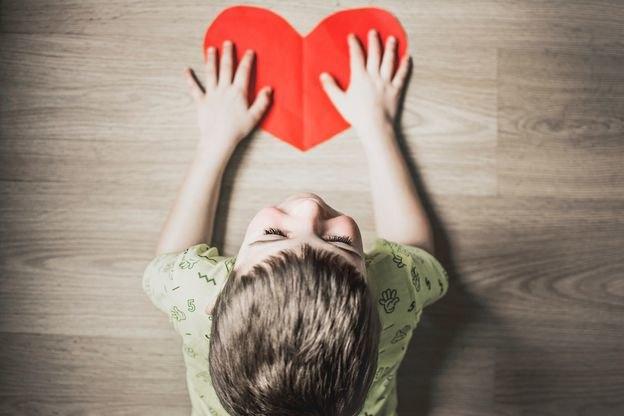 کاردستی و ساخت هدایای ولنتاین با کمک بچه ها