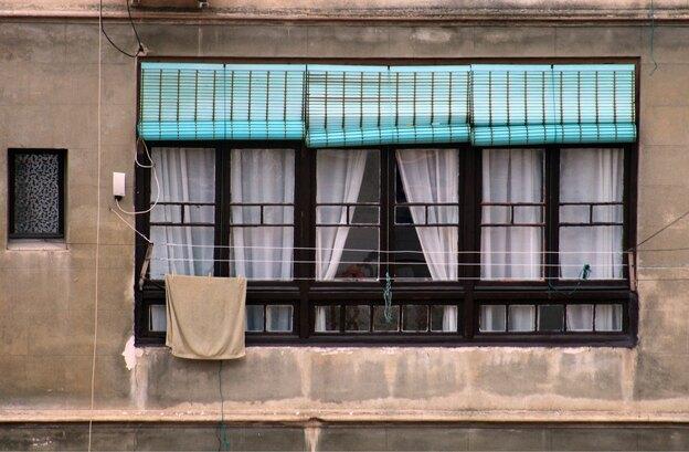 تعویض توری پنجره برای تابستان امسال