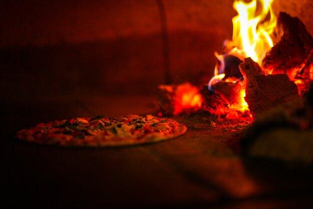 نحوه ساخت تنور پیتزا کنار آلاچیق و پرگولا