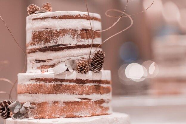 دستور پخت کیک تولد سیب و دارچین