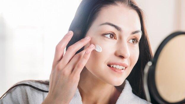 طرز استفاده از آلوورا برای پوست صورت