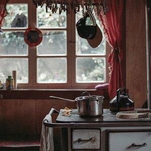 ۵ دلیل برای اینکه سطل زباله آشپزخانه را در کابینت نگذارید
