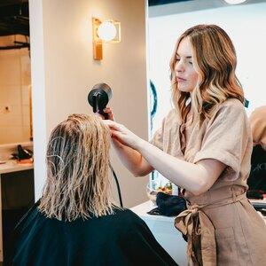 آیا کراتینه مو به موها آسیب می زند؟