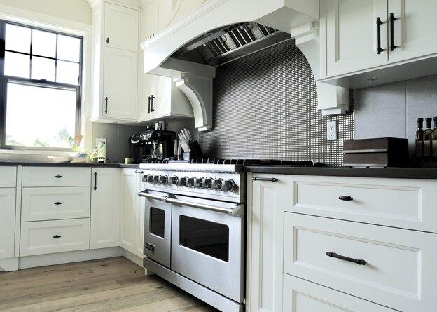 ساخت کابینت دو رنگ آشپزخانه