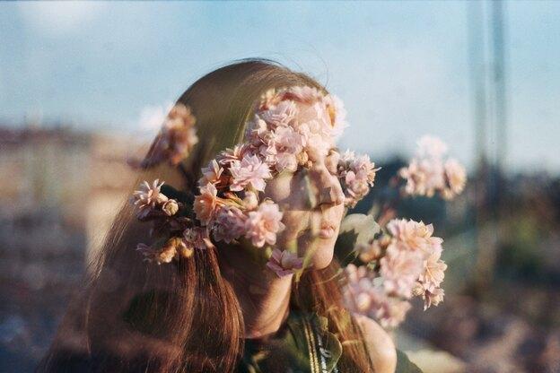 پاک کردن آرایش با گلاب