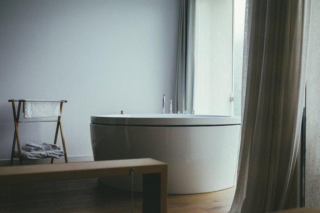 روش های از بین بردن لکه صابون از روی سطوح حمام