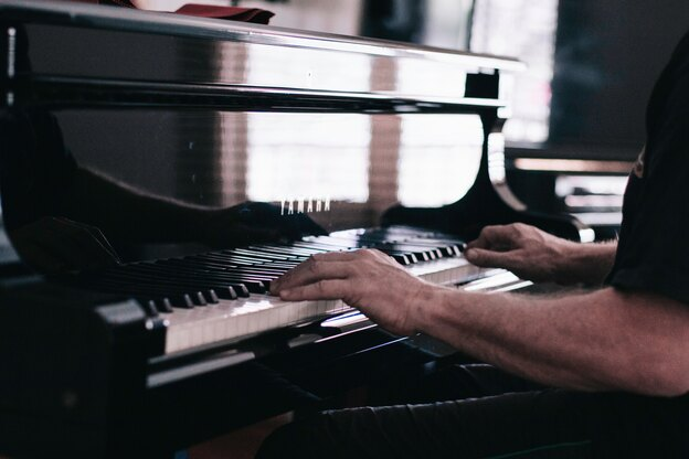 یادگیری پیانو برای بزرگسالان: راهنمای آموزش پیانو مبتدی