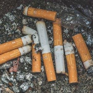 زدودن بوی سیگار و دخانیات از لباس و فرش