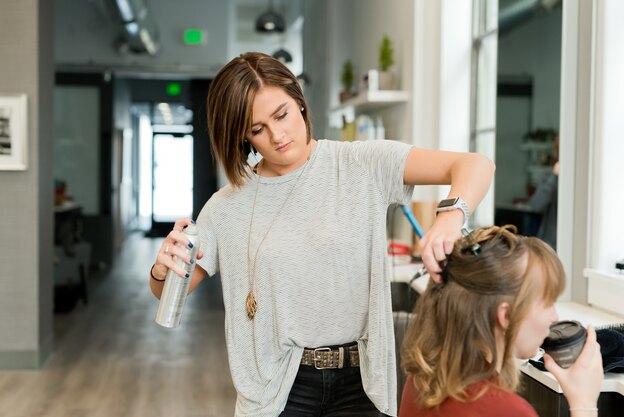 ۱۲ نرم کننده موی خانگی و مزیت های آنها