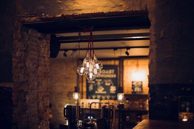 چرا لامپ ها می سوزند؟