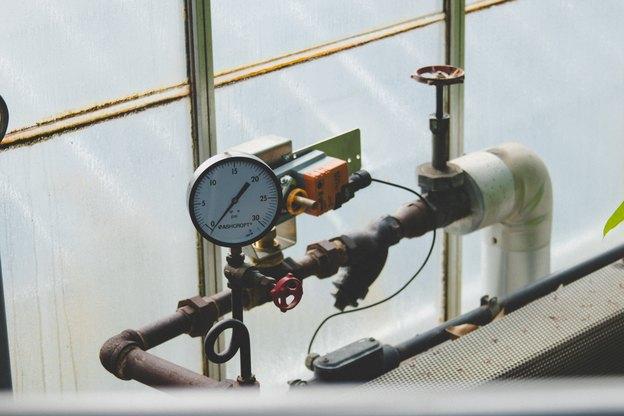 نشت آب در اطراف مخزن آب گرم موتورخانه