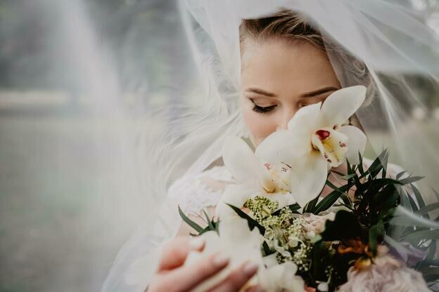 راهنمای سنجاق برای انتخاب آرایشگر عروس