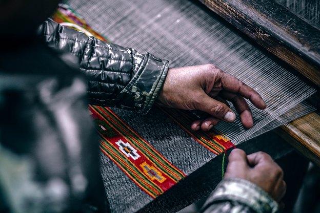 فرش دستباف یا فرش کاکل  خورده با دست؟ کدام بهتر است؟