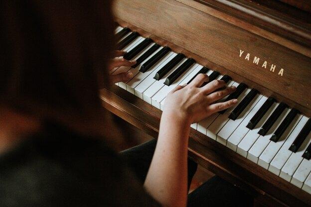 انتخاب بهترین راه برای یادگیری پیانو در سال ۲۰۲۰