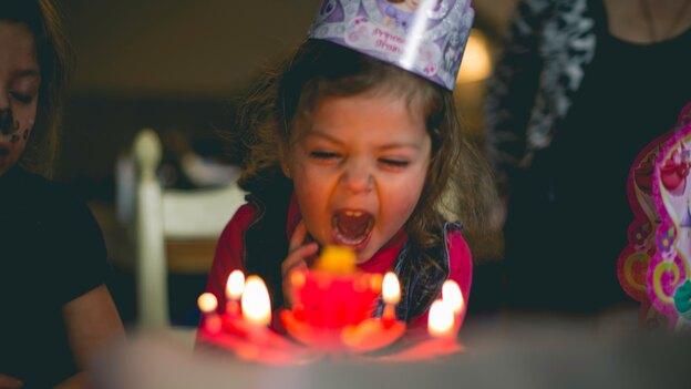 طرز تهیه کیک تولد وانیلی