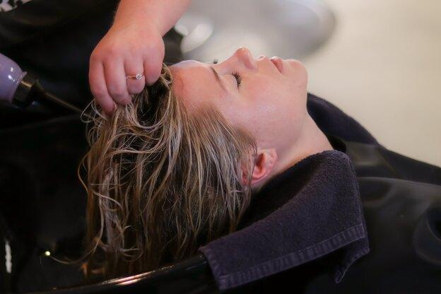 چطور موهای خود را در خانه بالیاژ کنیم؟