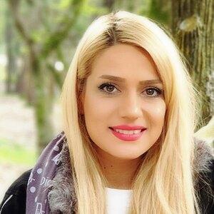 مونا خادم