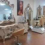 سالن زیبایی و آموزشگاه بانونهال در میدان فاطمی